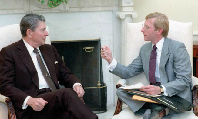 Landon Parvin with President Reagan in the Oval Office in 1983. (Credit: Ronald Reagan Library)