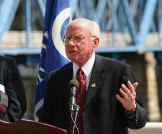 Congressman Ehlers discusses the environmental health of the Great Lakes at a 2006 press conference held on the banks of the Grand River in downtown Grand Rapids.